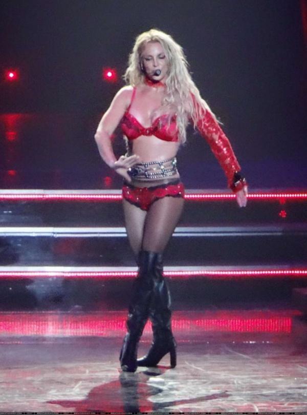 Бритни Спирс поразила количеством нарядов на шоу «Piece Of Me»