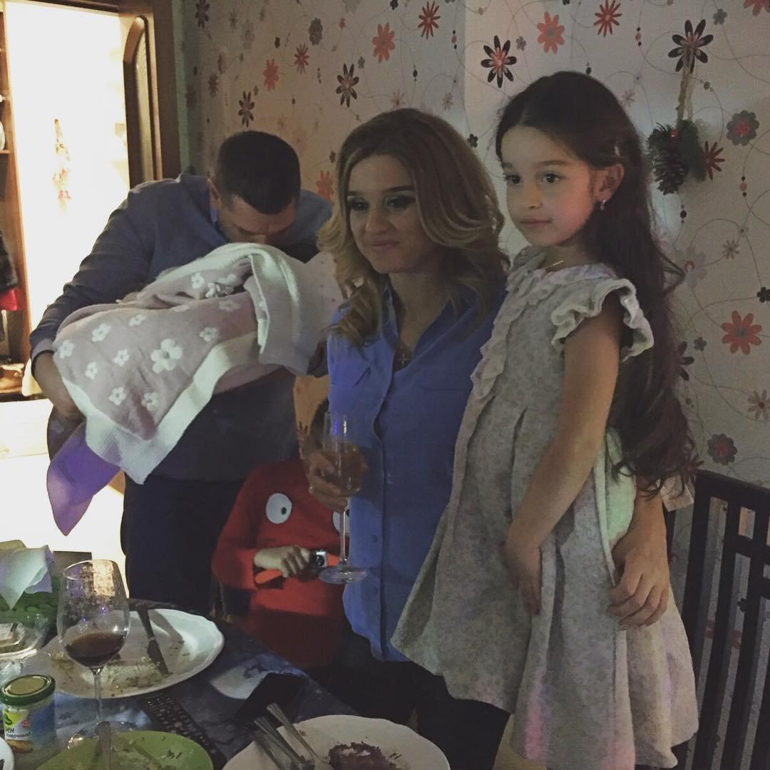 Ксения Бородина опубликовала фотографию младшей дочери