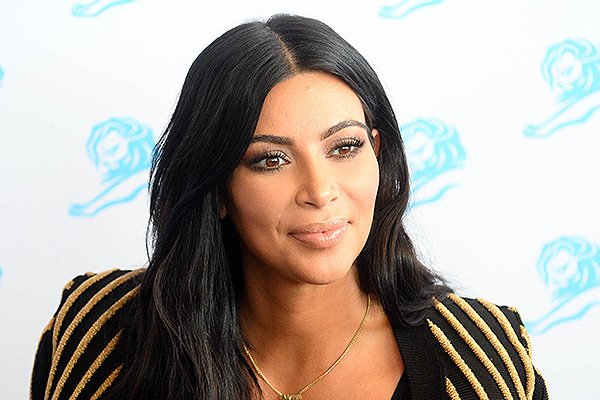 Ким Кардашьян и любимые кожаные юбки