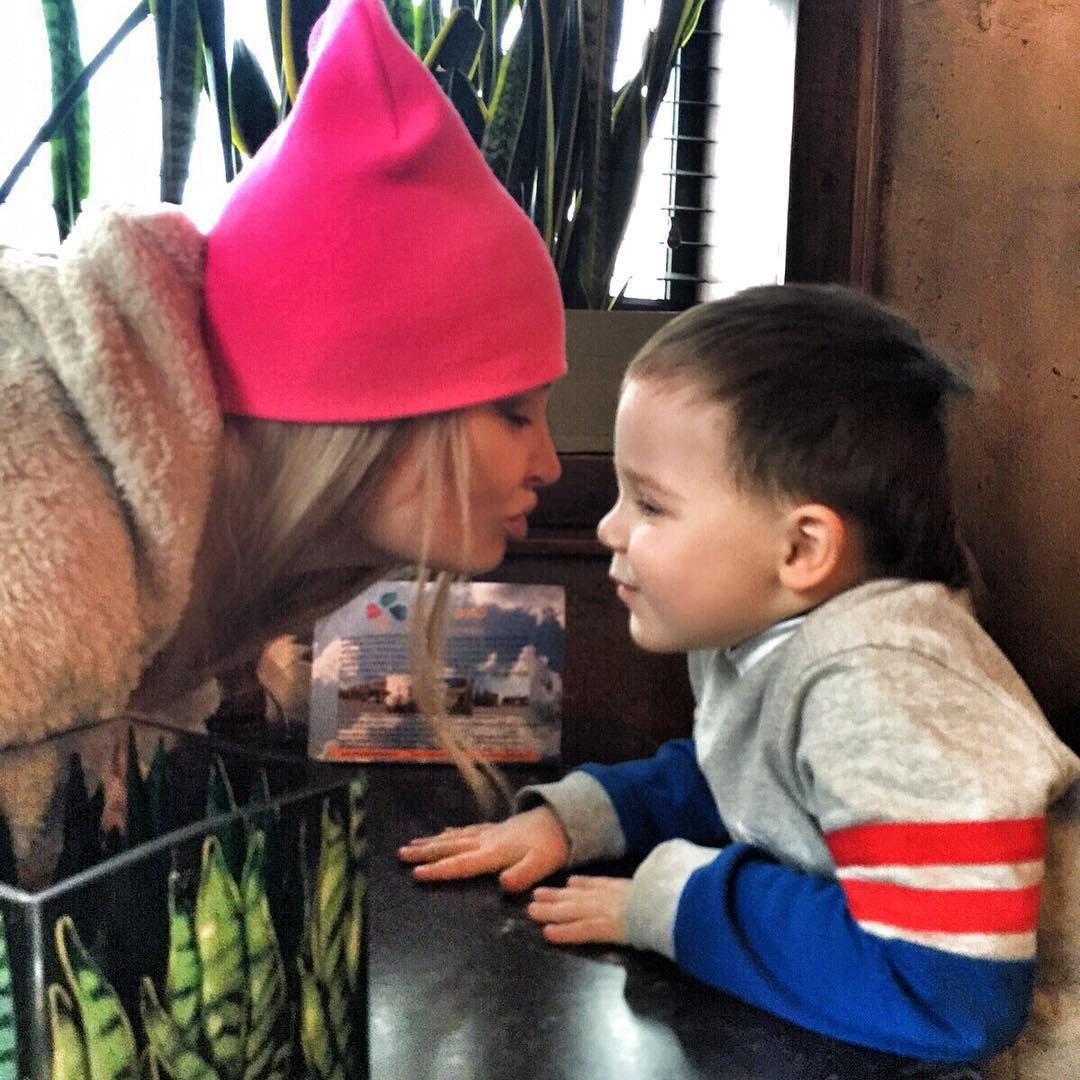 Даша пынзарь новые фото с детьми