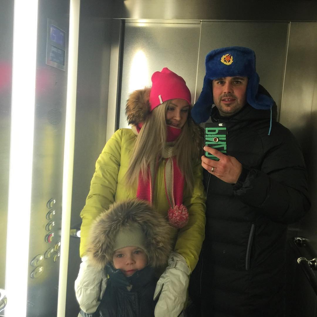 Беременная Дарья Пынзарь отдыхает с мужем и сыном в Сорочанах