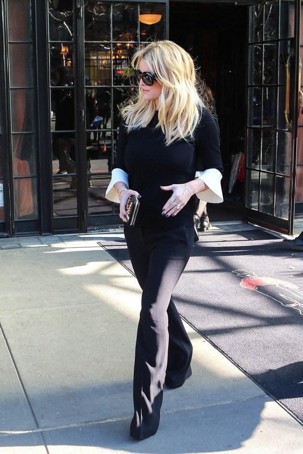 Джессика Симпсон вышла на улицу в образе стильной монашки