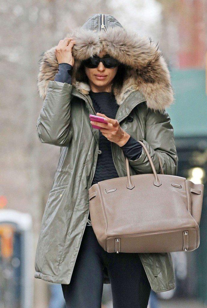 Ирина Шейк показала уличный стиль