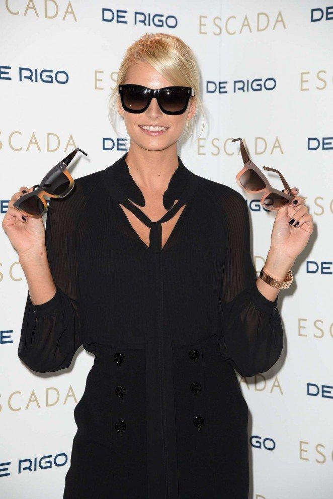 Лена Герцке продемонстрировала солнцезащитные очки