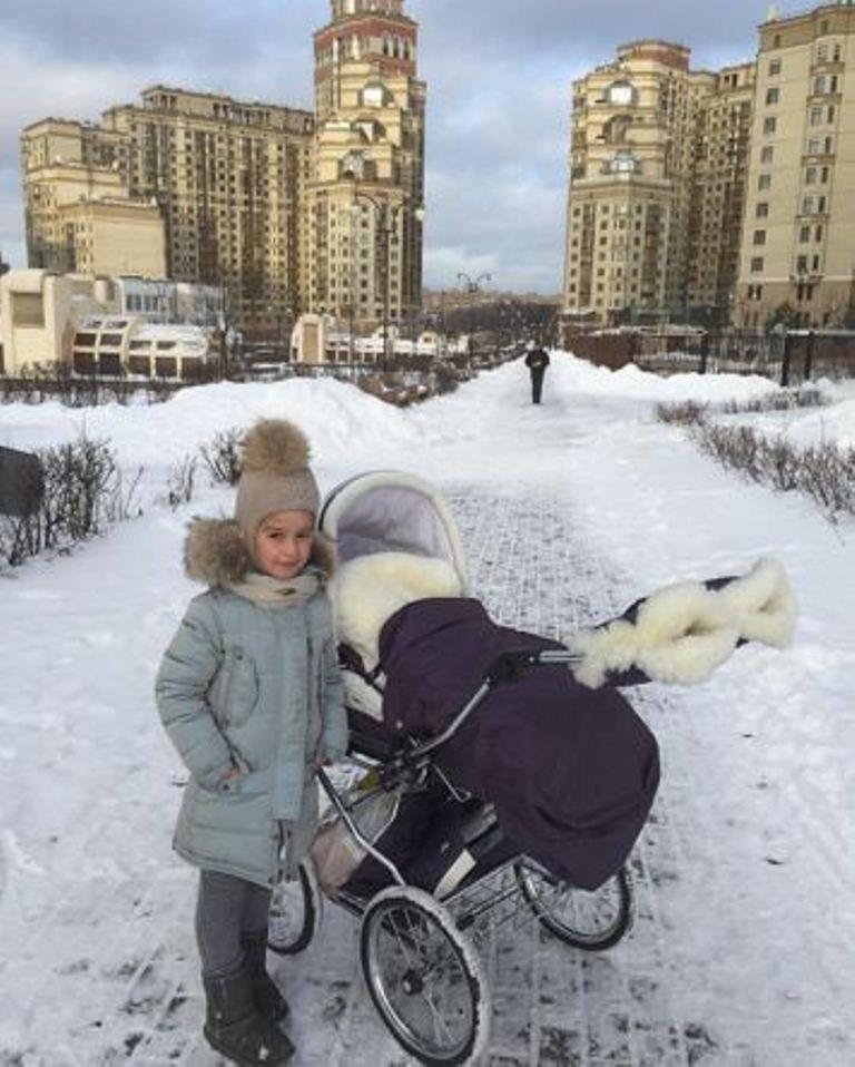 Ксения Бородина похвасталась модным аксессуаром