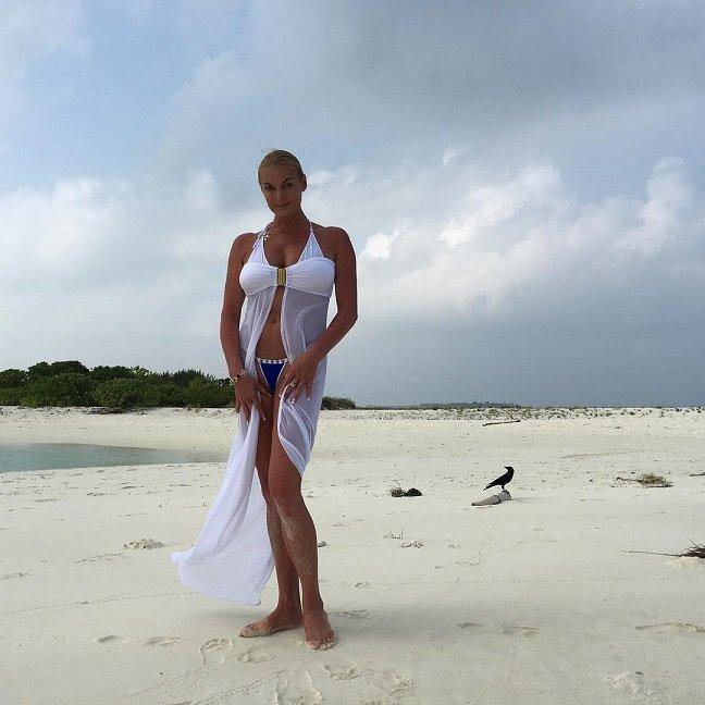 Все комплекты купальников Анастасии Волочковой для отдыха в 2016 году