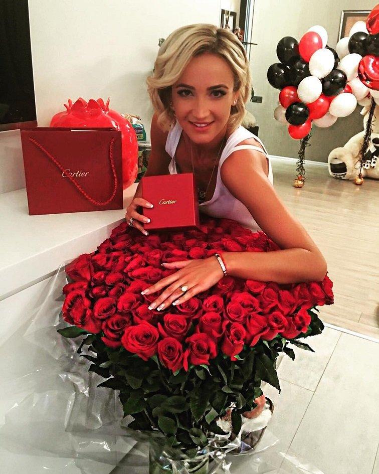 Ольга Бузова встречает свой юбилей в шикарном красном вечернем платье