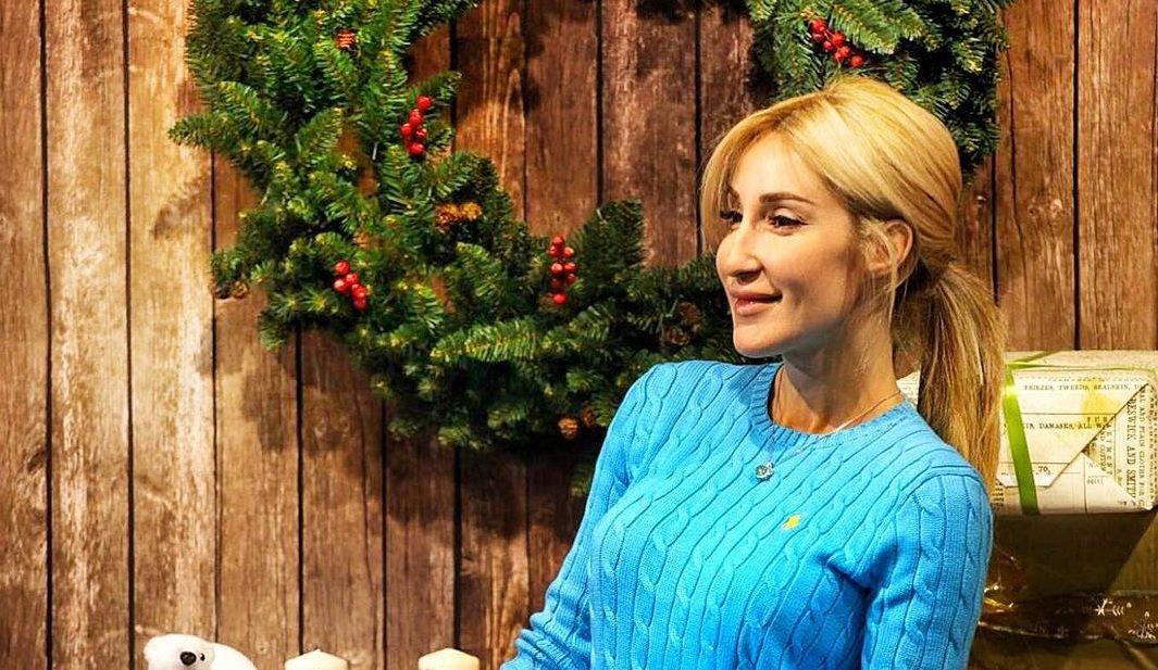 Демидова Виктории показала шикарный вязаный комбинезончик для зимы