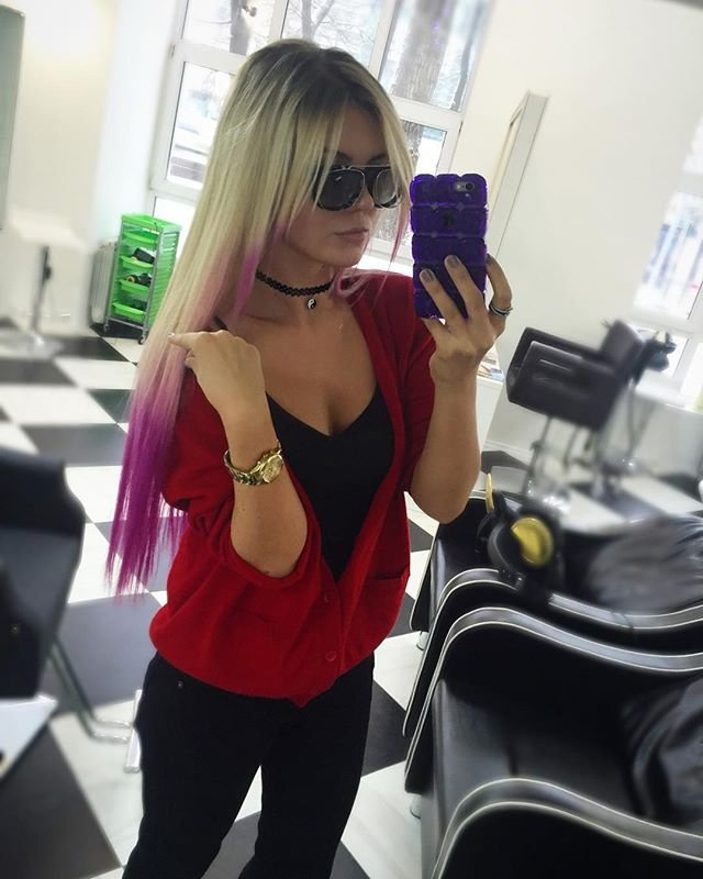 Анна Шульгина: от готики к розовым волосам один шаг
