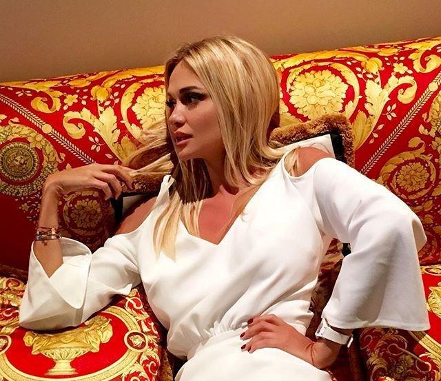 Виктория Лопырева показала новые, роскошные платья