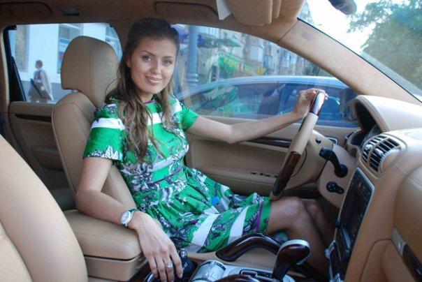 Редкие снимки: Викторию Боню задержали сотрудники ГИБДД