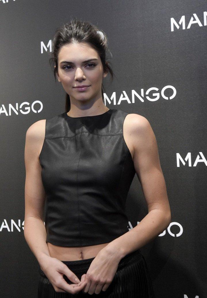 Кайли Дженнер примерила наряды на выставке магазина Манго в Бостоне