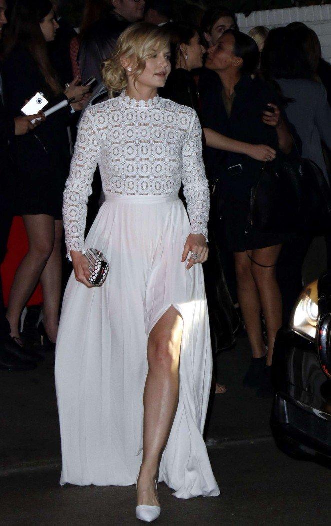Изумительный белый наряд от Дженнифер Моррисон