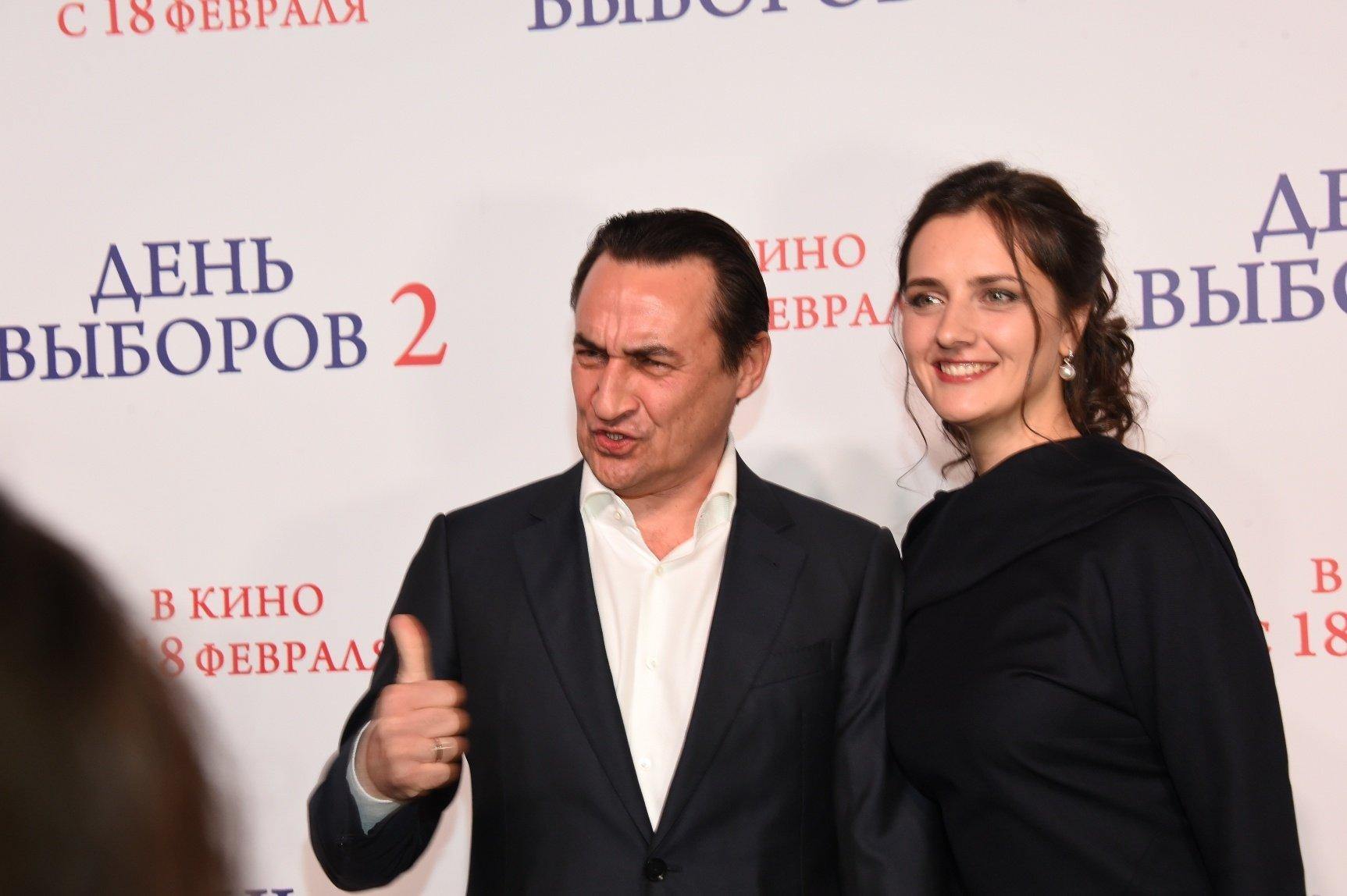"""Гламурно одетые гости на предпоказе фильма """"День выборов 2"""""""