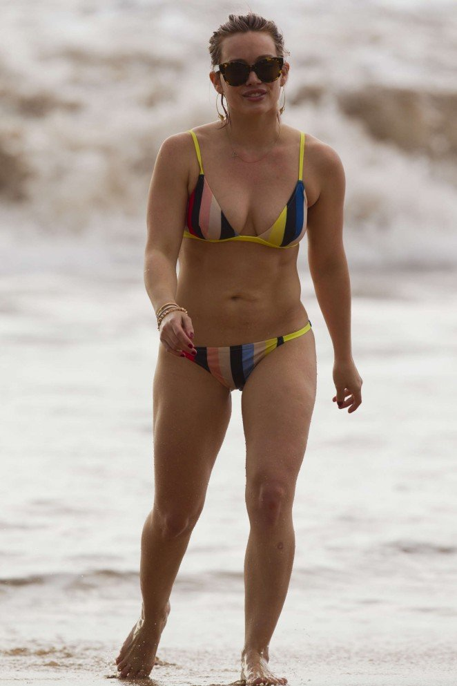 Актриса Хилари Дафф демонстрирует свою фигуру на отдыхе на Гавайях