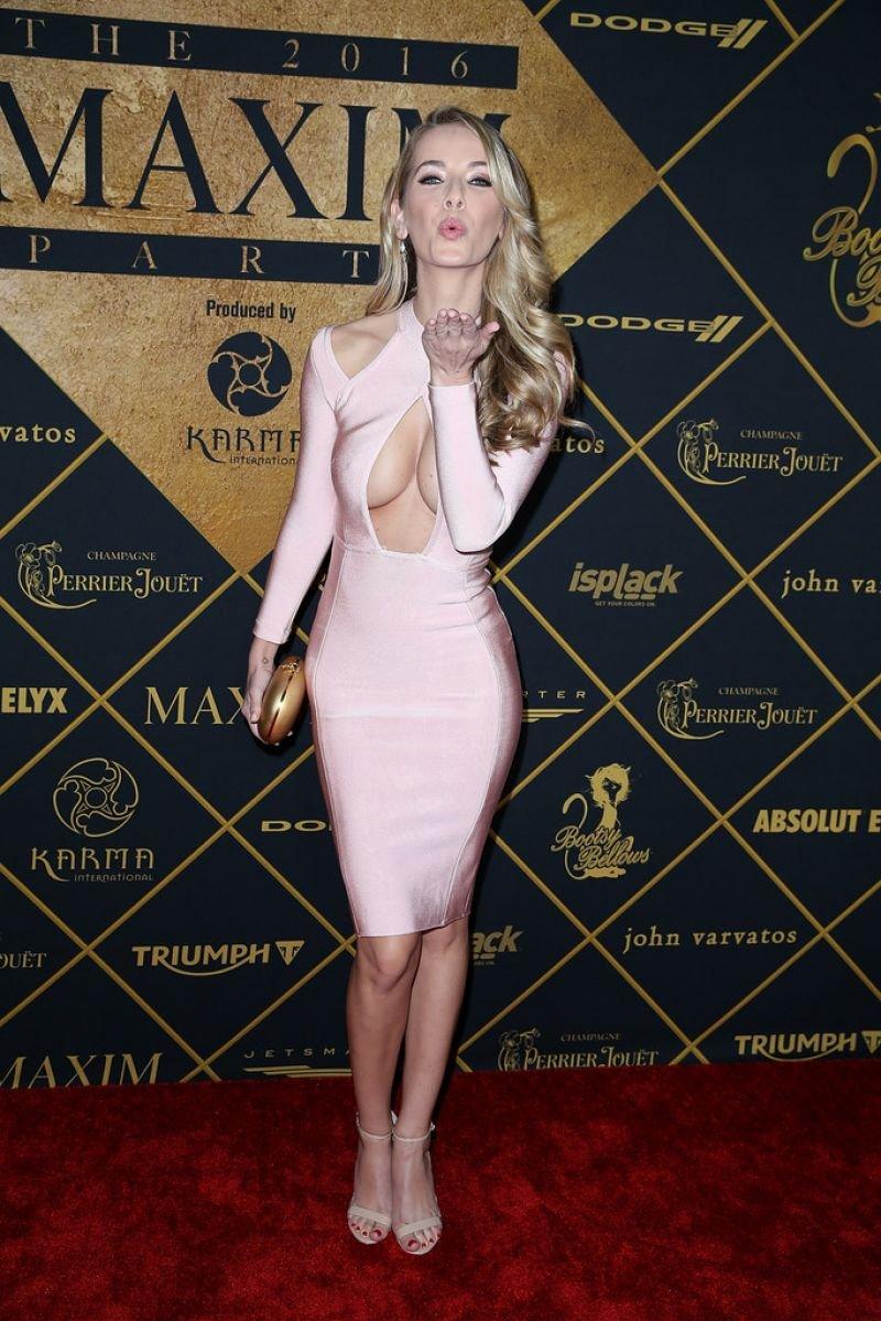 Оливия Джордан пришла на вечеринку Maxim в эффектном платье цвета зефир