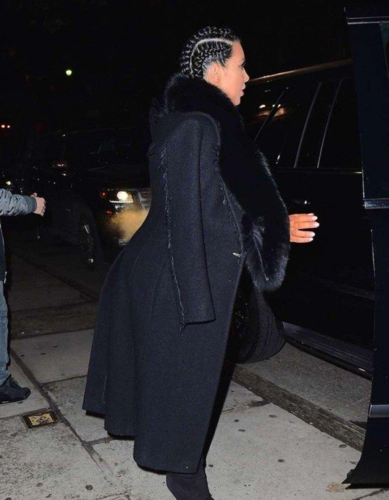Ким Кардашян вышла в свет в хмуром и неинтересном наряде