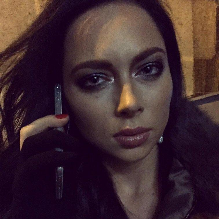 """Роковой образ Настасьи Самбурской на премьере фильма """"Пятница"""""""