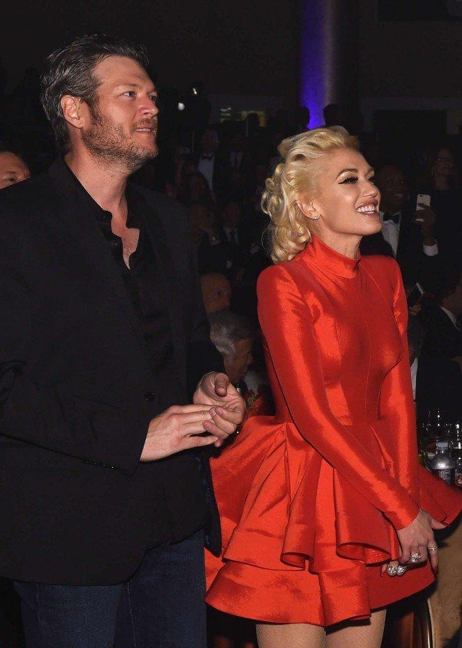 Алое платье Гвен Стефани покорило всех гостей на премии Грэмми Гала
