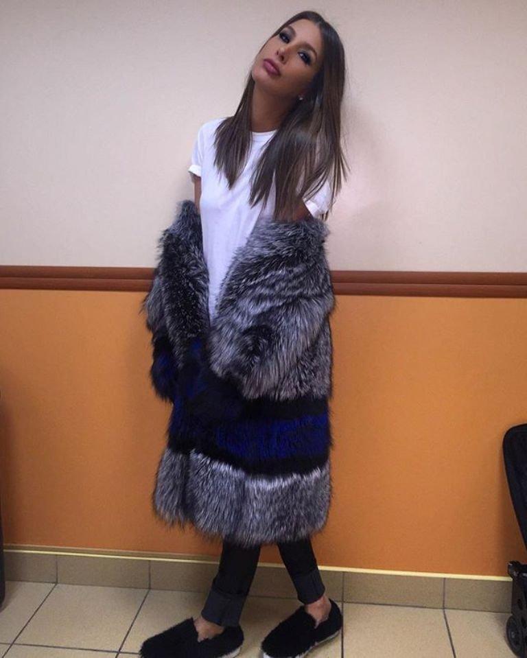 Кэти Топурия выбирает яркую и неординарную верхнюю одежду