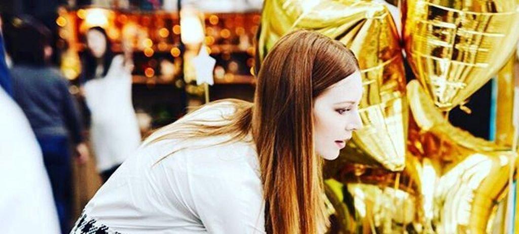 Наталья Подольсткая продемонстрировала платье необычного кроя