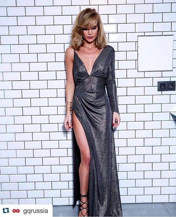 Певица Глюк'oZa в платье цвета металлик на вручении премии журнала GQ