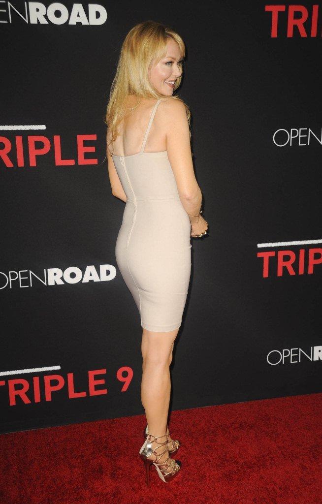Шарлотта Росс пришла на премьеру фильма в облегающем платье