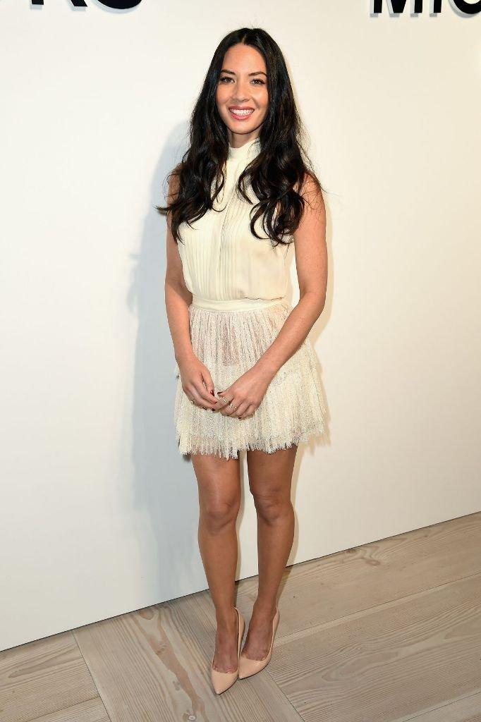 Оливия Манн посетила презентацию Michael Kors в неоюычном платье