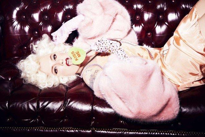 Актриса Лина Данэм в гламурном фотосете для Paper Magazine