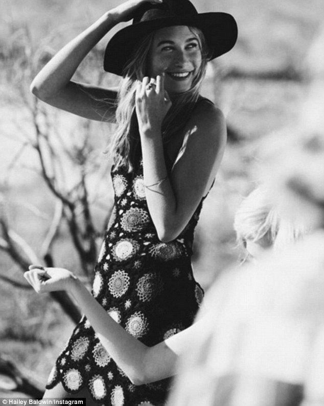 Возлюбленная Джастина Бибера Хейли Болдуин позирует для H&M