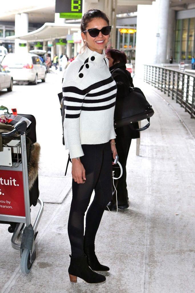 Нина Добрев в стильном и практичном луке в Торонто