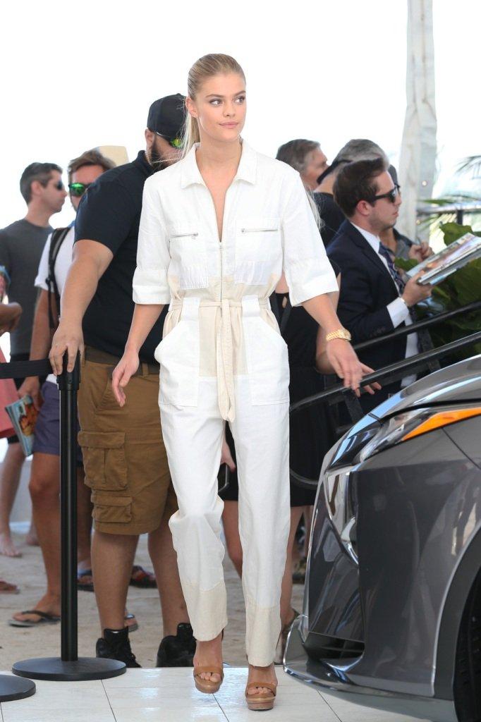 Модели поучавствовали в модном авто-шоу в Майами