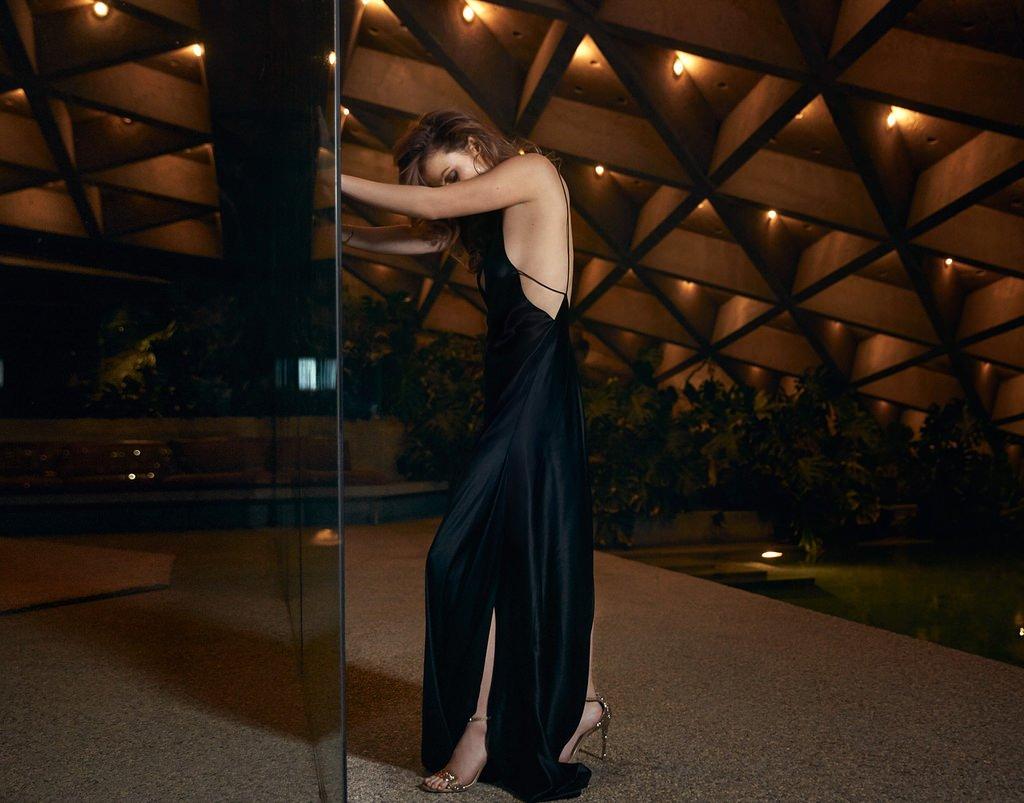 Оливия Уайлд позирует в шикарных вечерних платьях для The ... оливия уайлд инстаграм