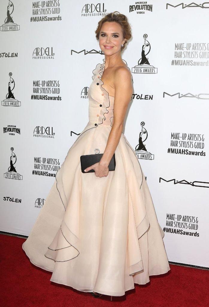 Ариэль Кеббел пришла на мероприятие в платье-пирожном
