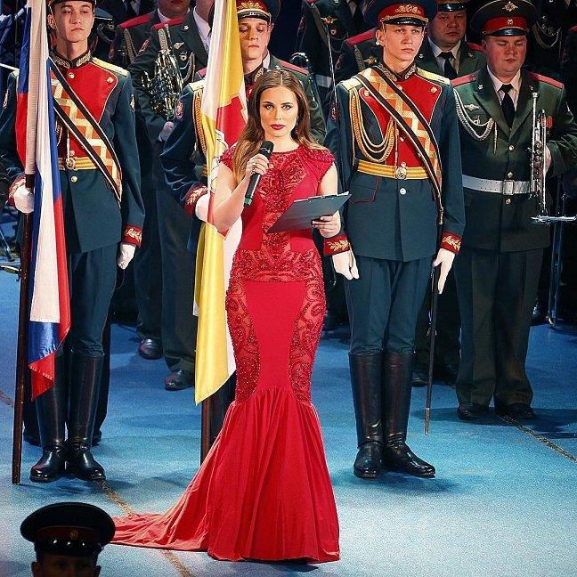 Юлия Михалкова очаровала зрителей на торжественном собрании