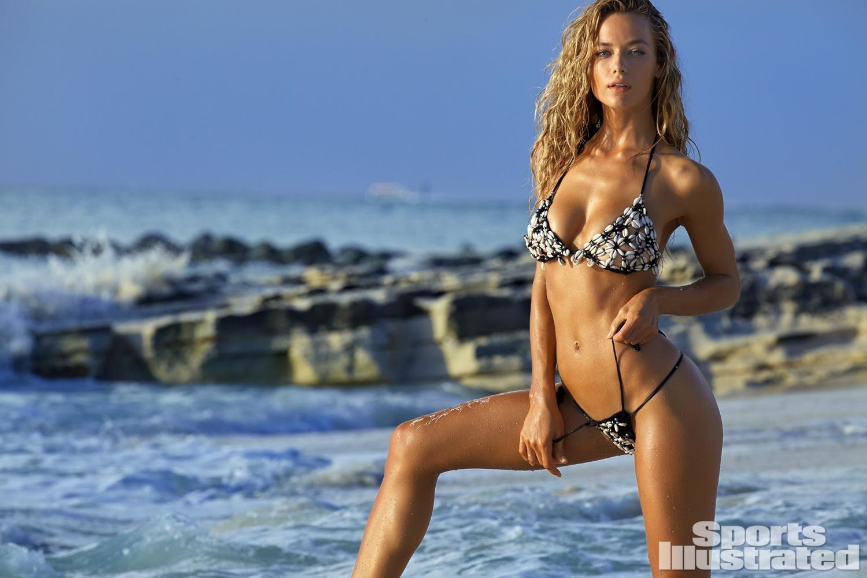 Ханна Фергюсон плескается в волнах на страницах Sports Illustrated