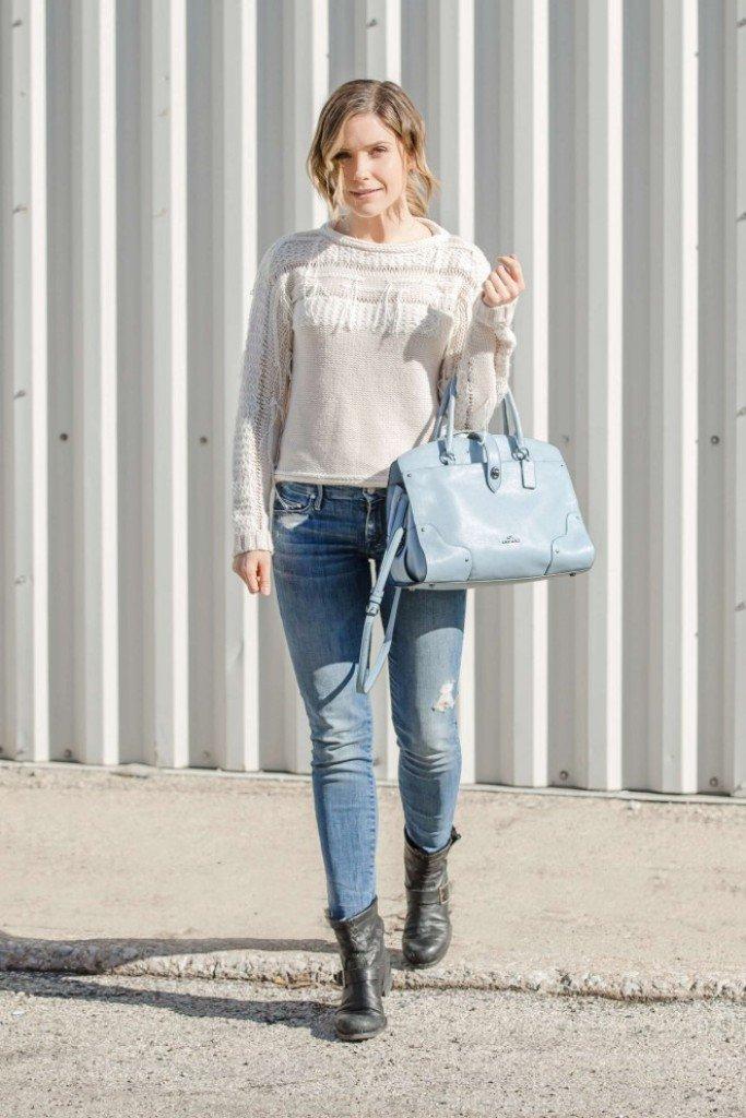 София Буш показала очень стильный и нежный образ в джинсах