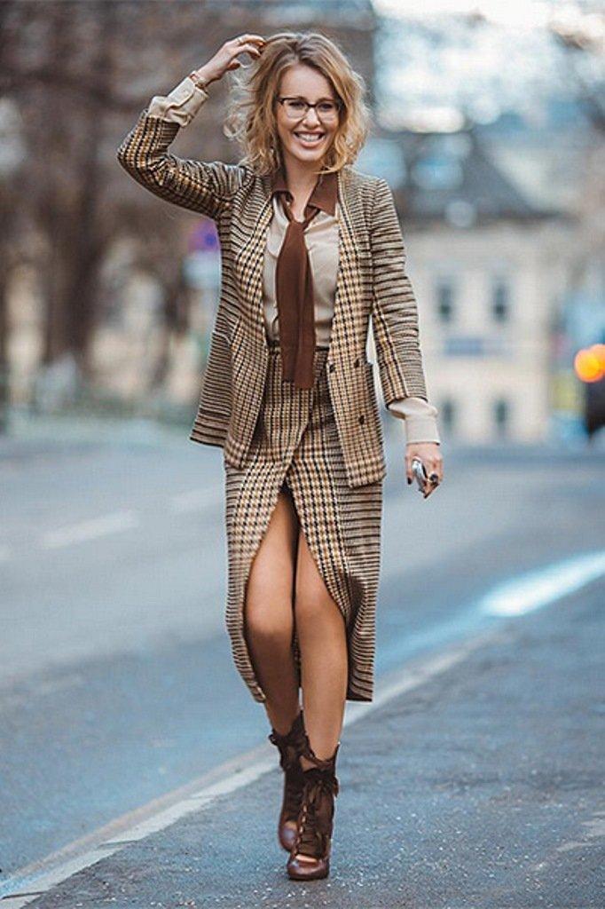 Ксения Собчак прогулялась по Лондону в необычном костюме