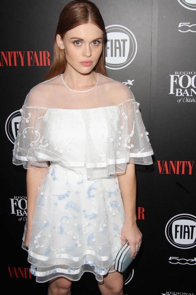 Звезды одели шикарные белые платья на премию ELLE