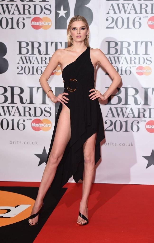 Лили Дональдсон прибыла на музыкальную премию в платье, которое ничего не скрывало