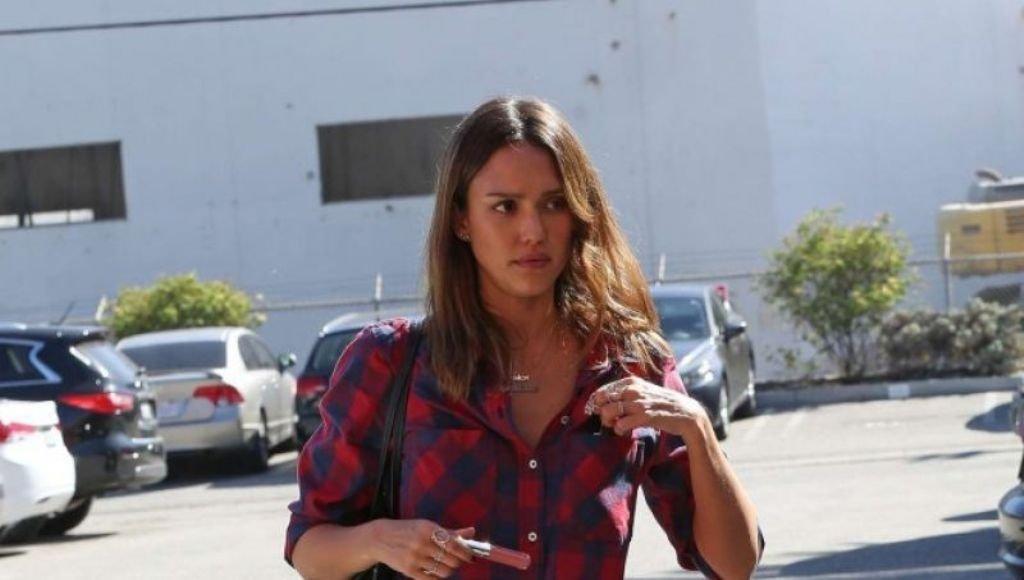 Джессика Альба наконец-то оделась стильно