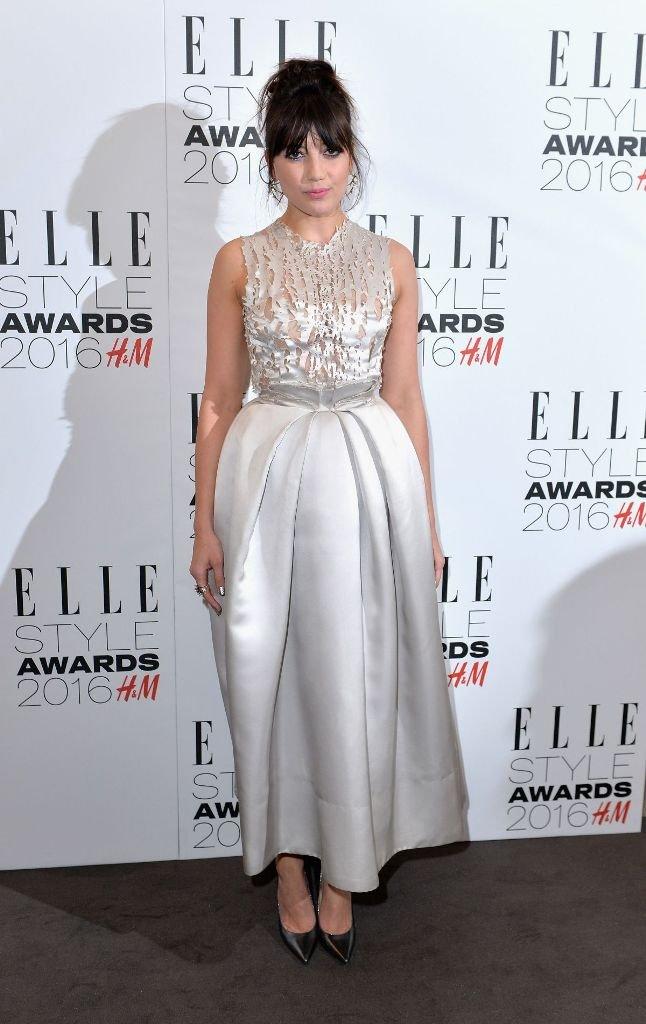 Дэйзи Лоу одела платье, которое сделало ее похожей на куклу