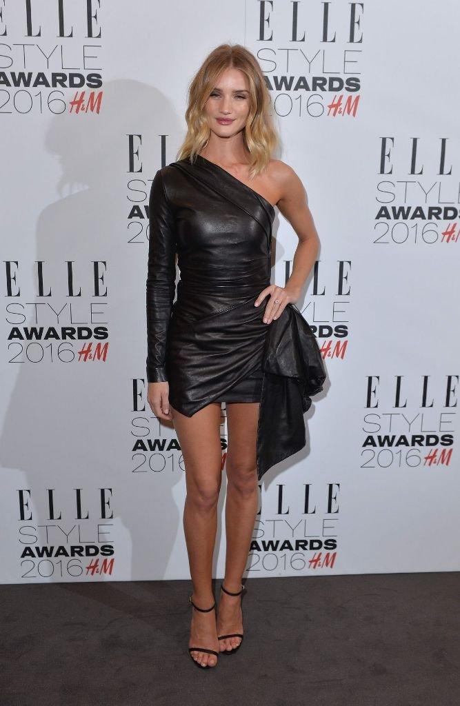 Роузи Хантингтон-Уайтли удивила стильным, кожаным платьем