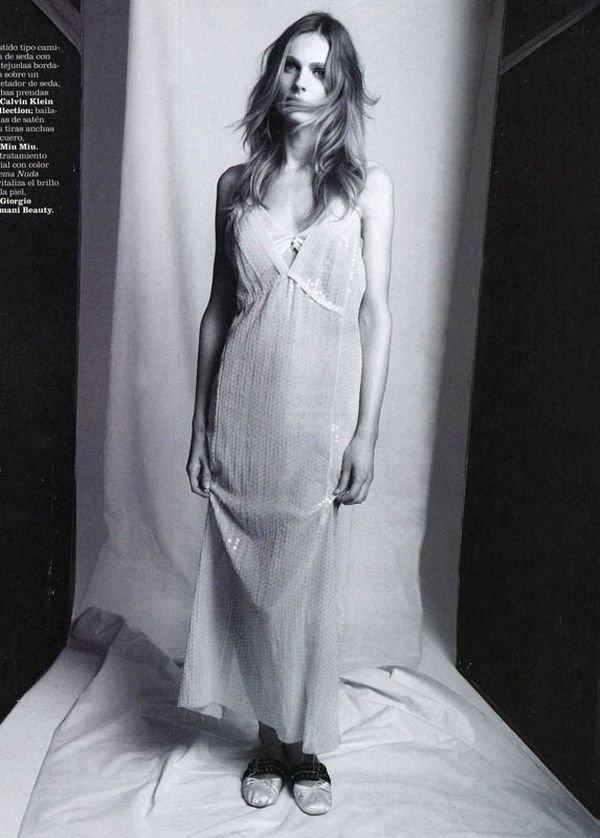 Первая фотосессия Андреа Пежич в женском образе для Marie Claire