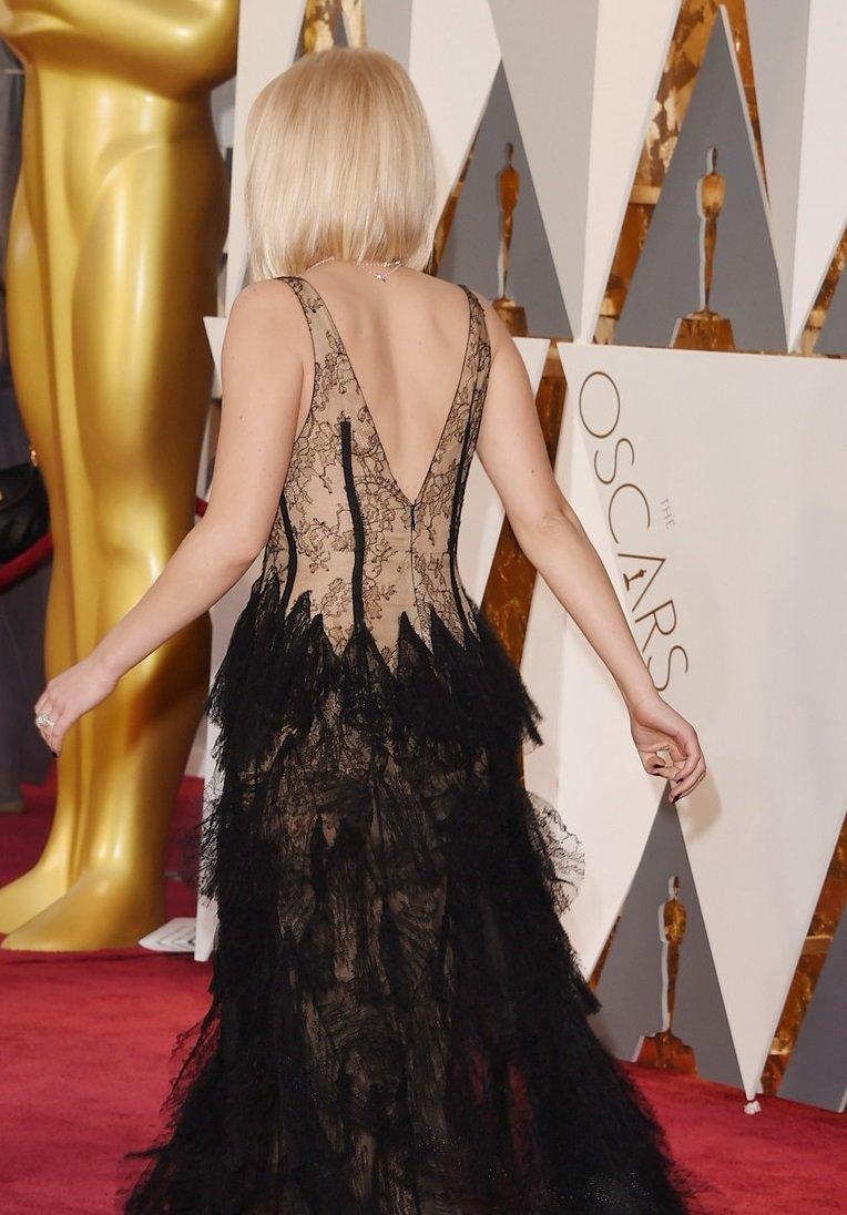 """Дженнифер Лоуренс на красной дорожке """"Оскар-2016"""""""