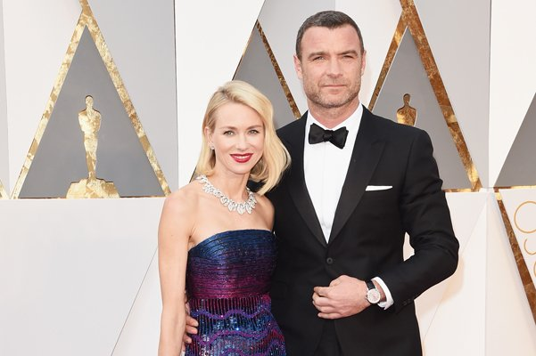 "Наоми Уоттс и Лив Шрайбер на красной дорожке ""Оскар-2016"""