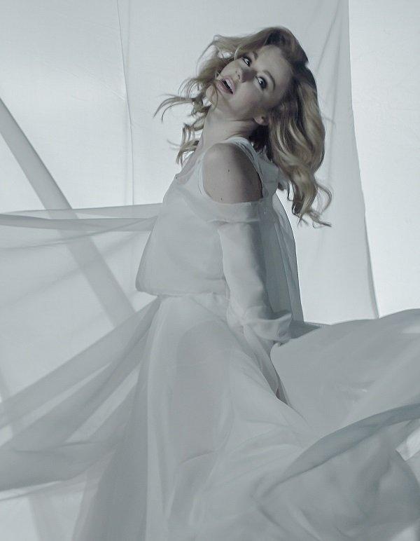 Юлианна Караулова сняла звезд проекта Танца на ТНТ в новом клипе «Внеорбитные»