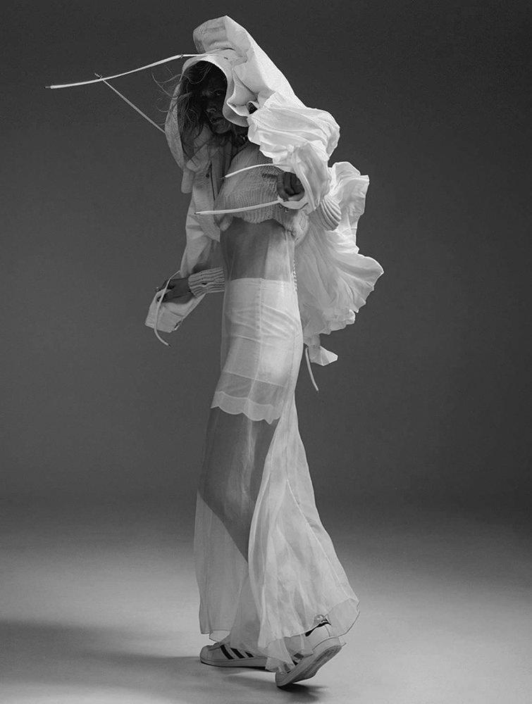 Тони Гаррн снялась в футуристической фотосессии для L'Express Styles
