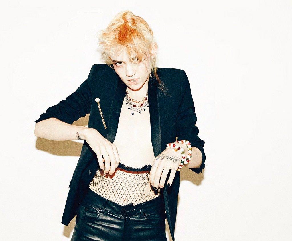 Певица Граймс позирует для корейского W Magazine