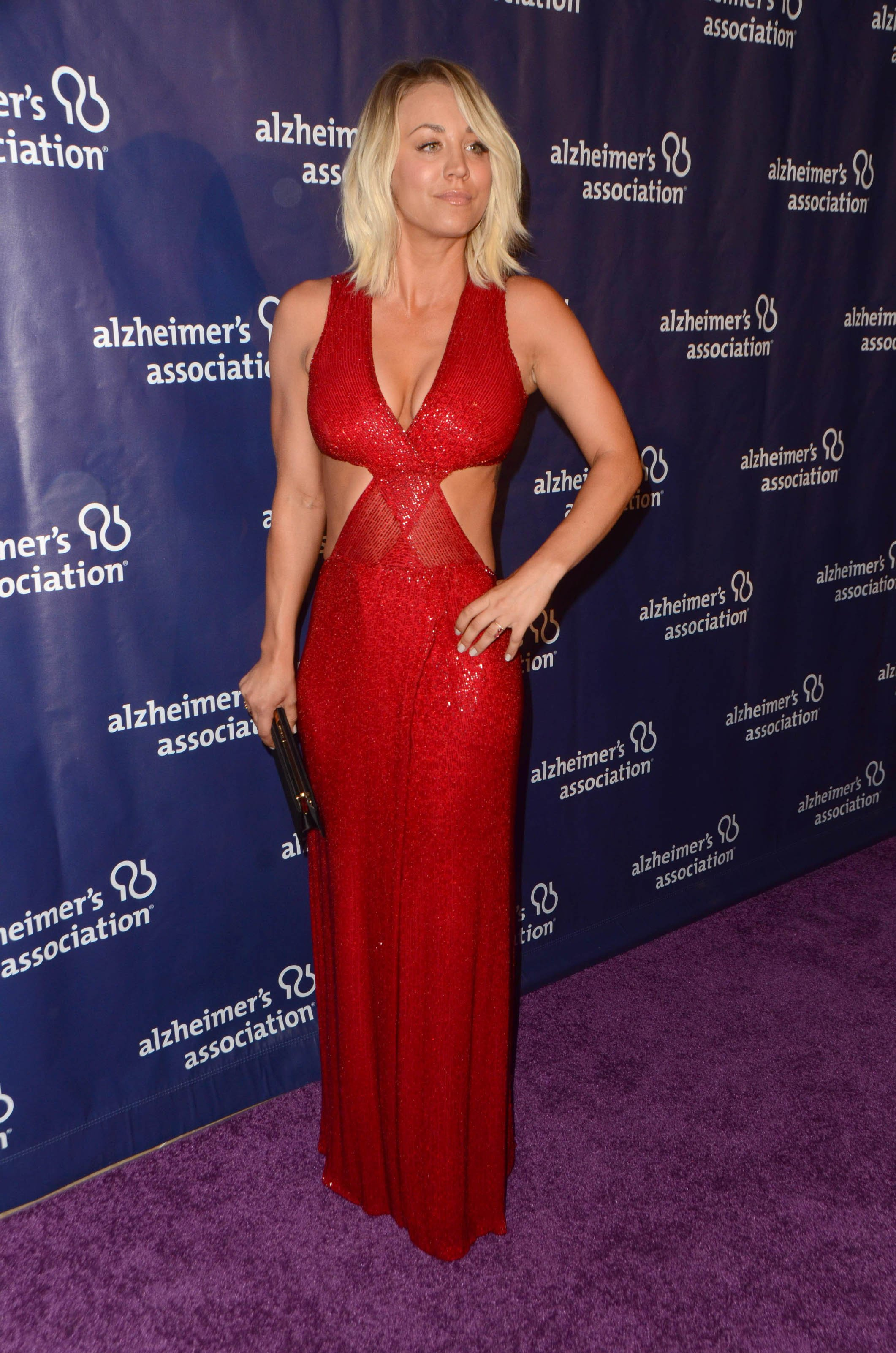 Кейли Куоко одела умопомрачительное, красное платье
